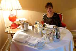 Ana prepares to dig in to our room-service breakfast of toast, tea, orange juice and ginger ale for me. A real bargoon at 75 euros.