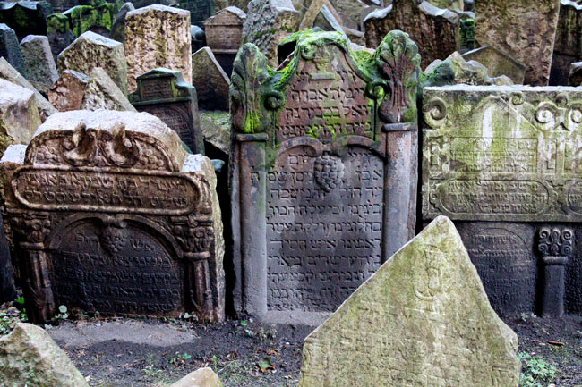 As many as 100,000 people lie in the old Jewish cemetery of Prague.