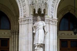 budapest-parliament-magyar-hero