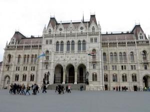 budapest-parliament-main-doors