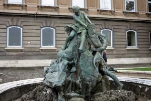 budapest-statue-giant-carp