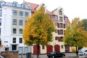 copenhagen-christianshavn-square-canal-houses-1