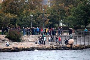 copenhagen-little-mermaid-tourists