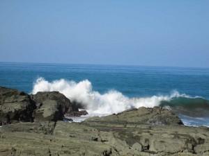 ojochal-crashing-surf