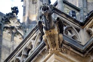 gargoyle-winged-mad-dog